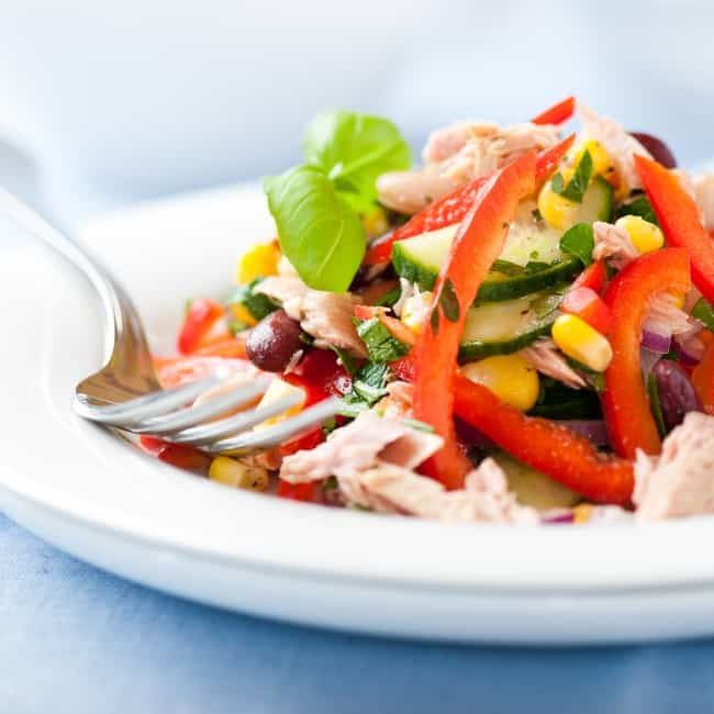 Salát s tuňákem a fazolemi